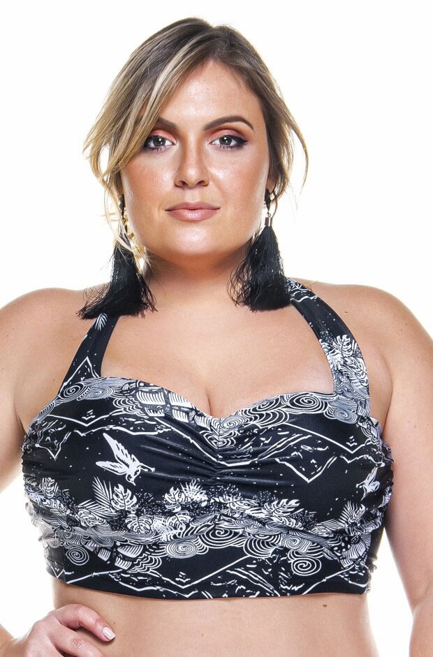 top plus size com bojo e base larga na estampa barrado preto