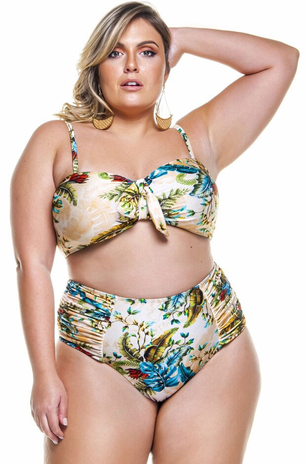 hot pant plus size drapeada nas laterais na estampa douro